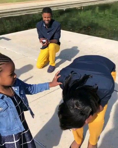 Her Bae Proposes to her. She burst into Tears of Joy in front of Daughter