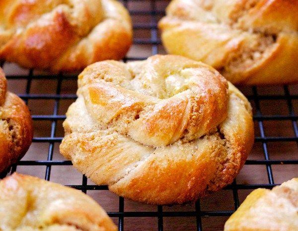 swedish-cardamom-spelt-sourdough-rolls