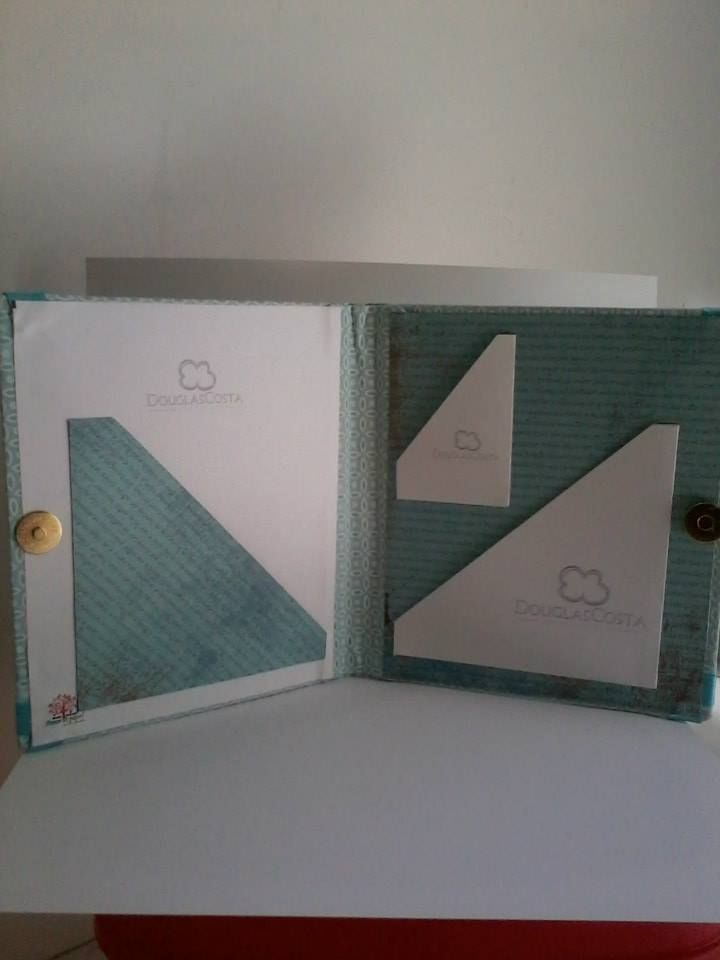 Case para cd e dvd e porta pen card. Créditos da pagina do facebook: Amor de papel, scrap da Paty.