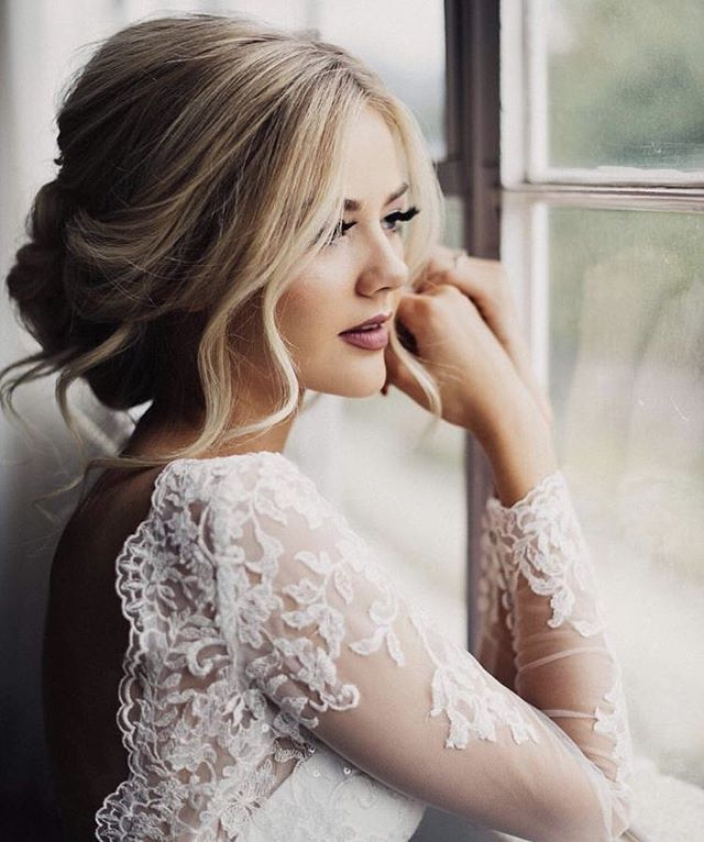 Just a little bridal inspo for your Tuesday evening. Credit: #Pinterest #HairIns #wedding