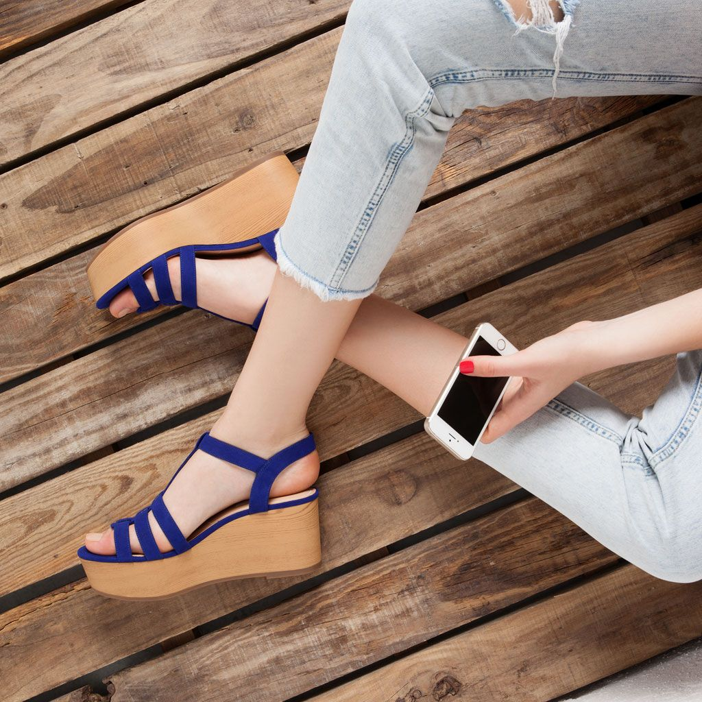 29f1217e830 Wood and blue suede sandals - Bershka