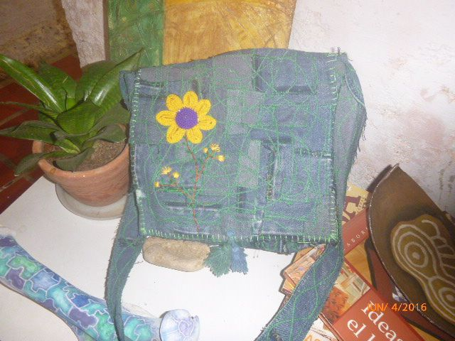 3356fdd71 Pin by margenis diaz on BOLSOS CON PANTALONES DE BLUE JEANS ...