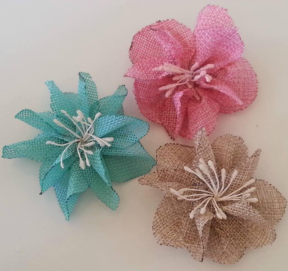 DIY-How to make flowers out of Burlap! (Burlap flower tutorial) | Flores de  yute, Manualidades, Flores de fieltro