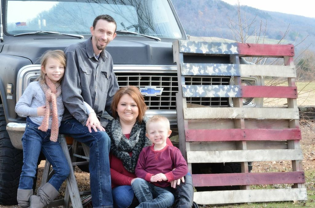 Family picture with Old Truck and American Flag Pallet