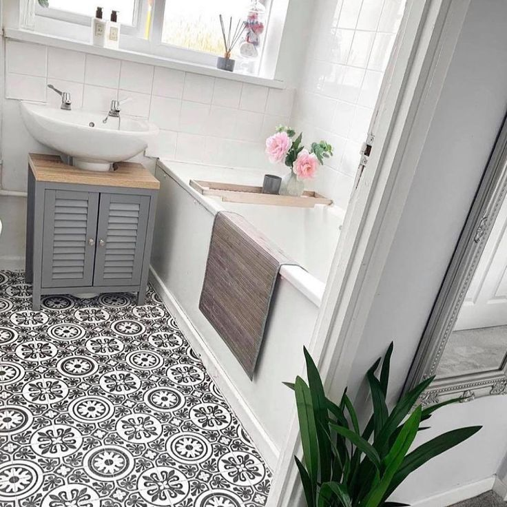 Mum's DIY vinyl bathroom flooring transforms this