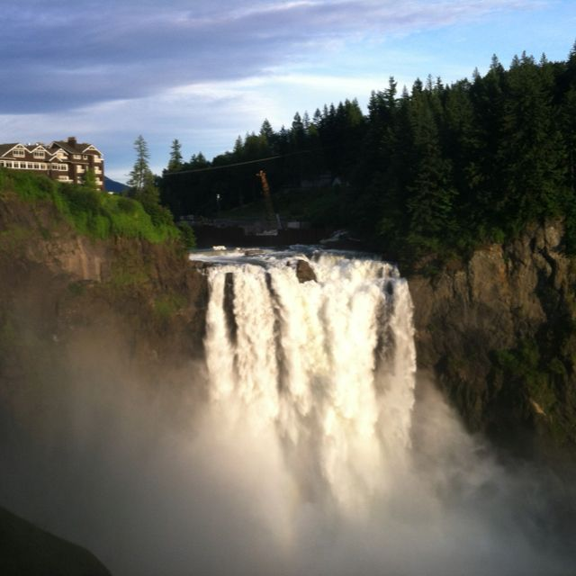 Snoqualmie Falls In Washington A K The Great Northern Hotel