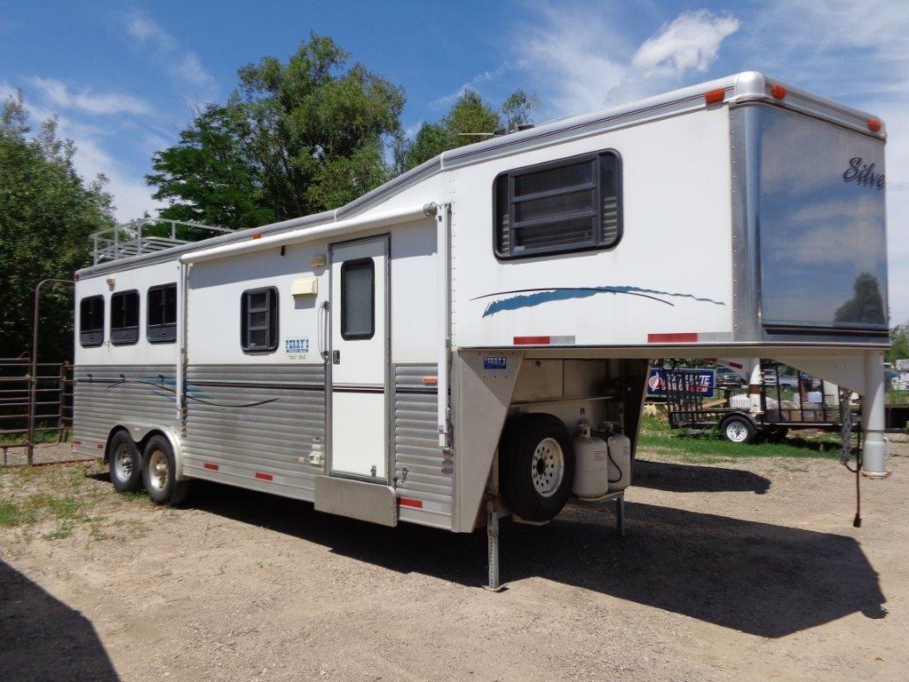 Three horse slant goose neck trailer with living quarters for Rv barn with living quarters