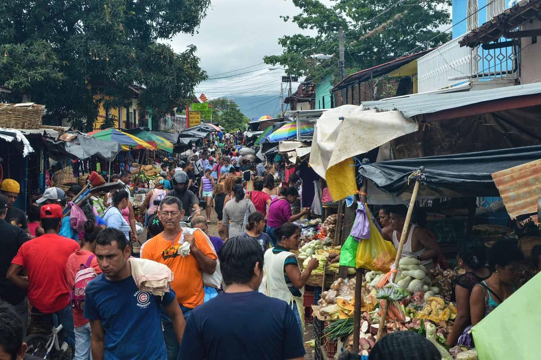 The bustling Mercado Municipal in Granada, Nicaragua | heneedsfood.com