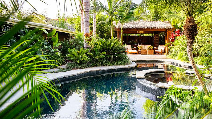 Tropical Plants Retreat - Sunset.com - Sunset Magazine #tropischelandschaftsgestaltung