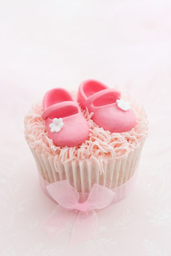 pink cupcake decorated for a little girl. so cute for a baby girl, Baby shower invitation
