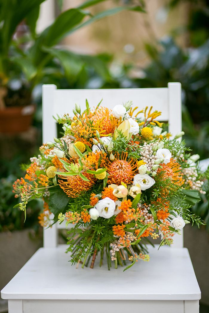 Hochzeitsblume Herbst: Nadelkissenprotea | Friedatheres.com  Fotografie: Lichterstaub-Fotografie Blumen und Deko: Blumig heiraten