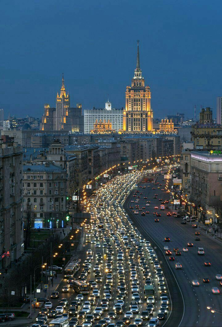 Moscow never sleeps...  #Moscow #capital #Russia #bigcitylife #city #architecture