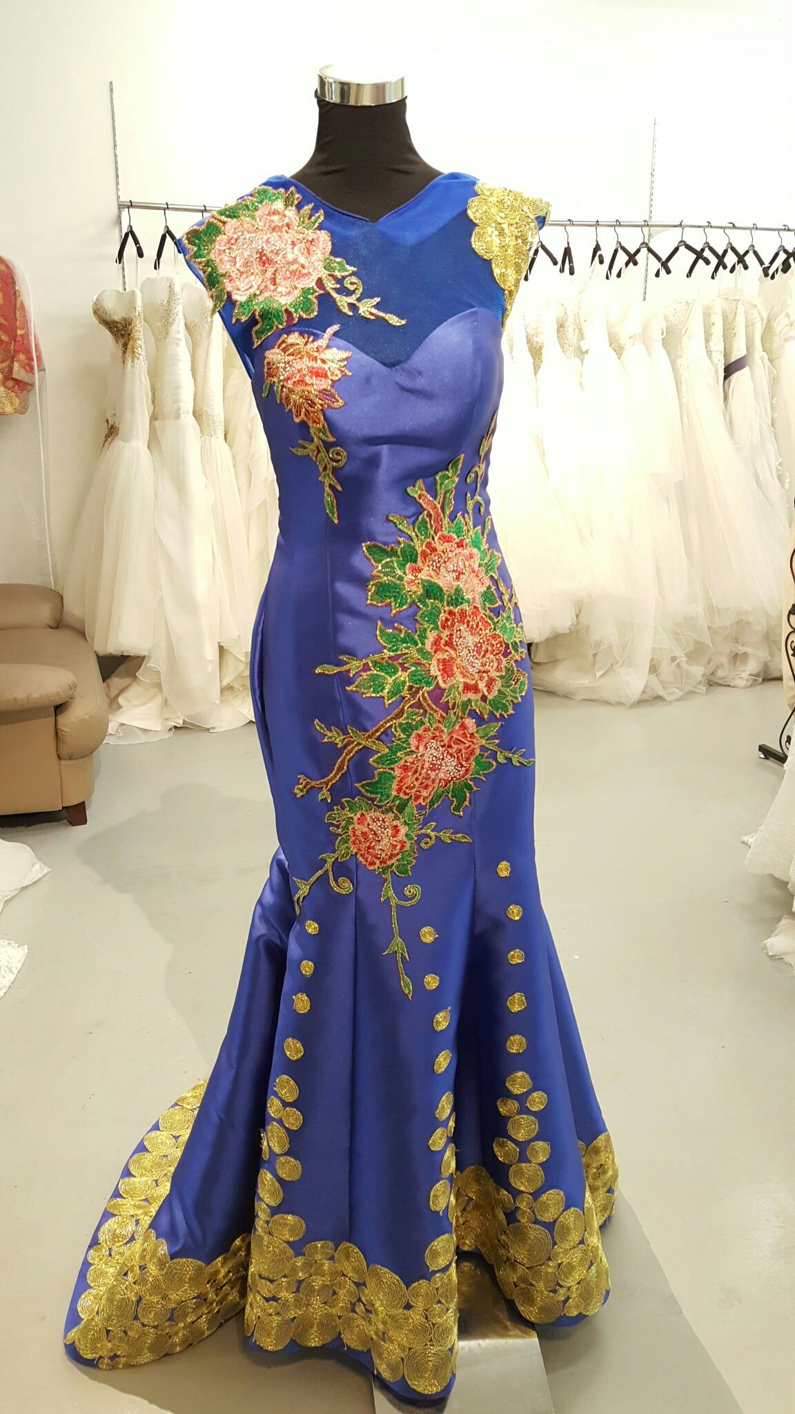 Royal blue wedding oriental cheongsam with gold embroidery couture