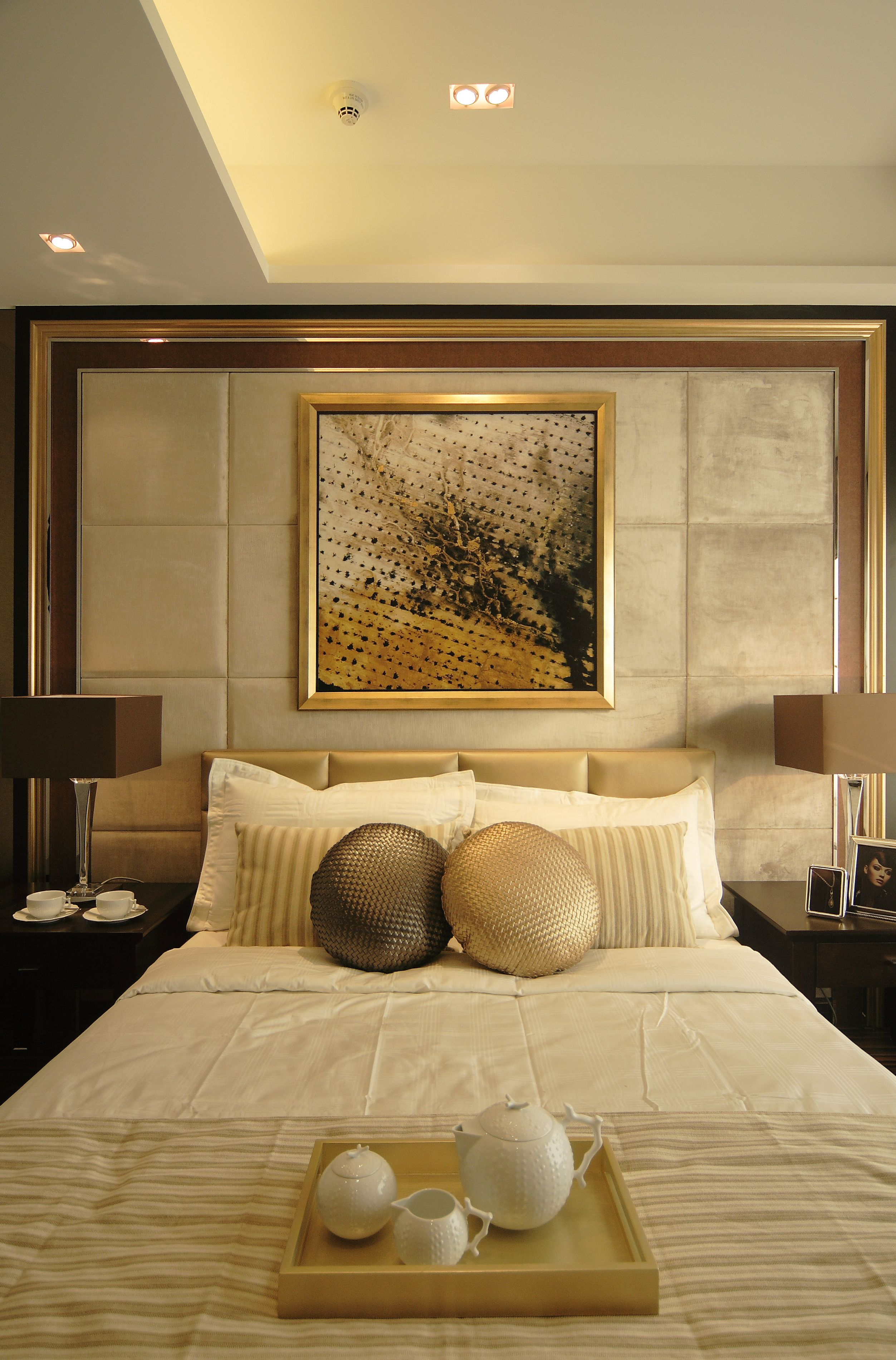 Pin by jessica anggada on bedroom luxury bedroom design for Diy hotel decor