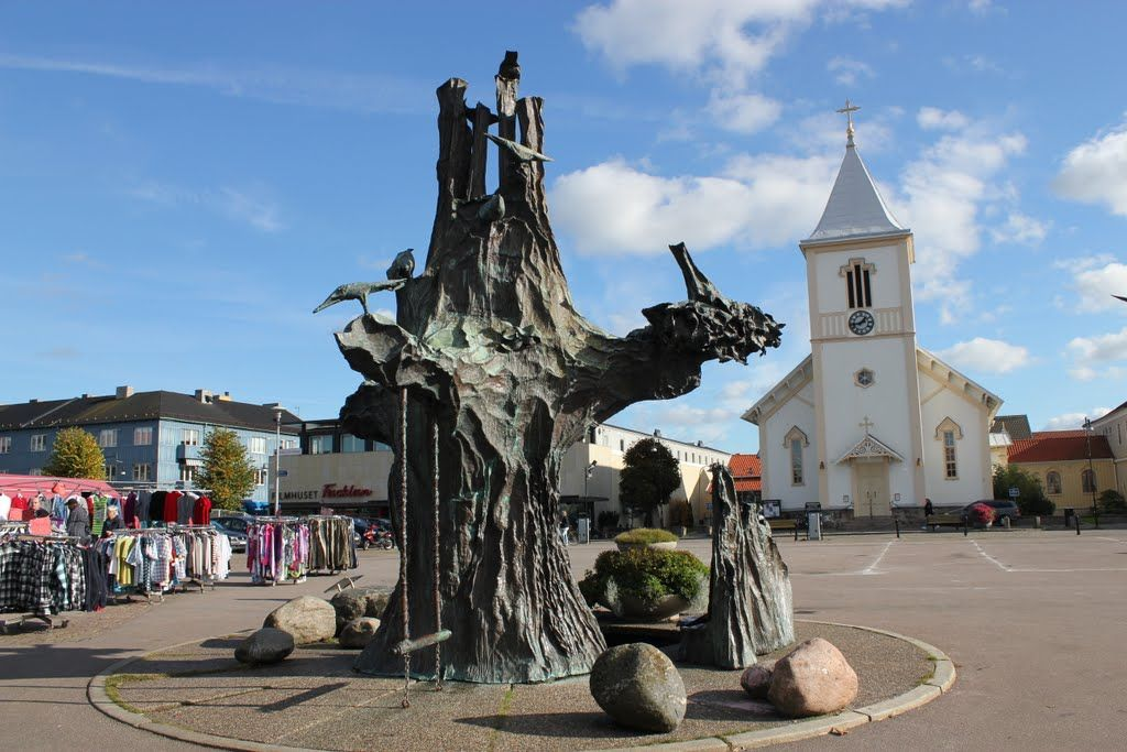 Kungsbacka. The tree of life, sculpture by Lars Stocks 1981