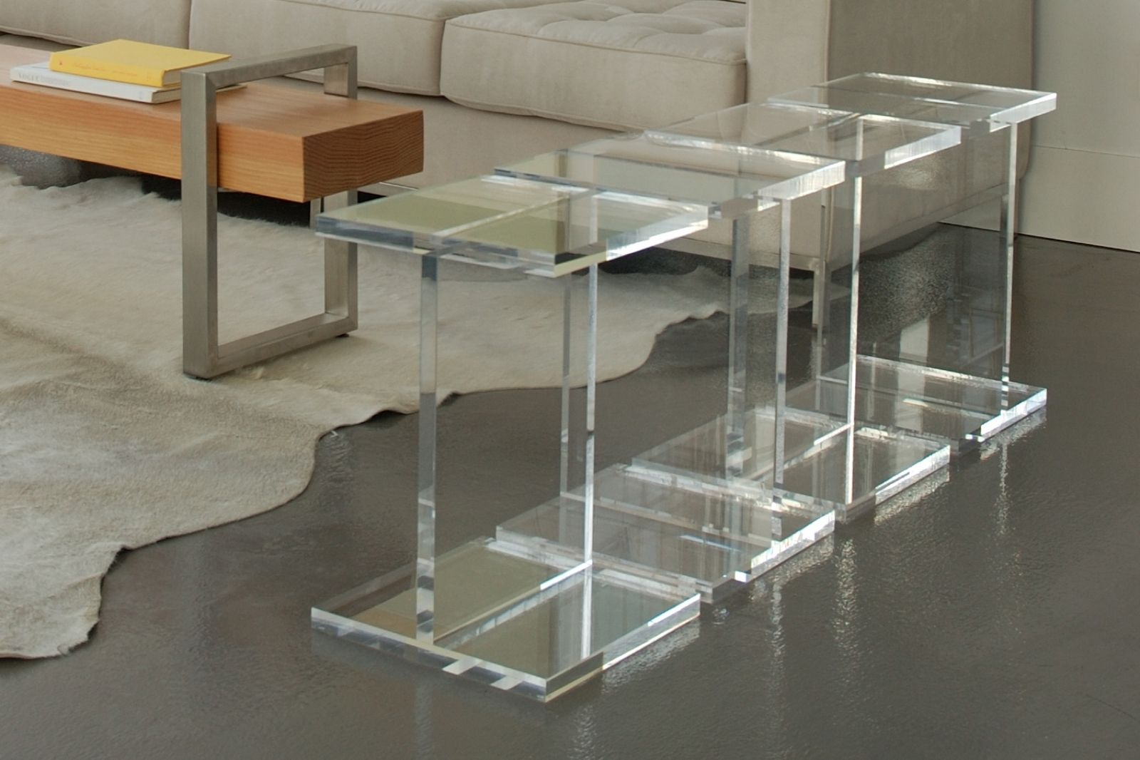 Clear Acrylic Side Table Design Furniture Ideas Regarding Acrylic Side Table Modern Acrylic End Tables De Acrylic Coffee Table Acrylic Side Table Console Table