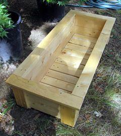 Easy to assemble garden planter box