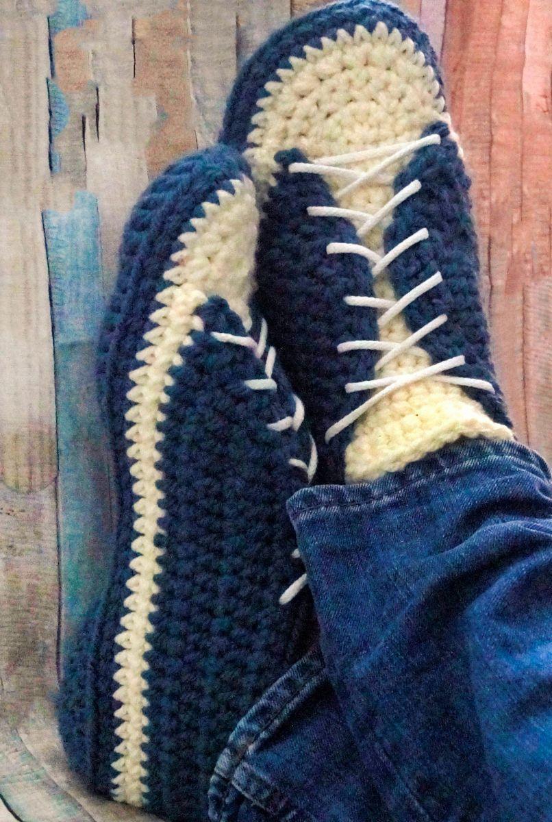 Kostenlose Häkelanleitung Sneaker für Männer Gr. 43-48