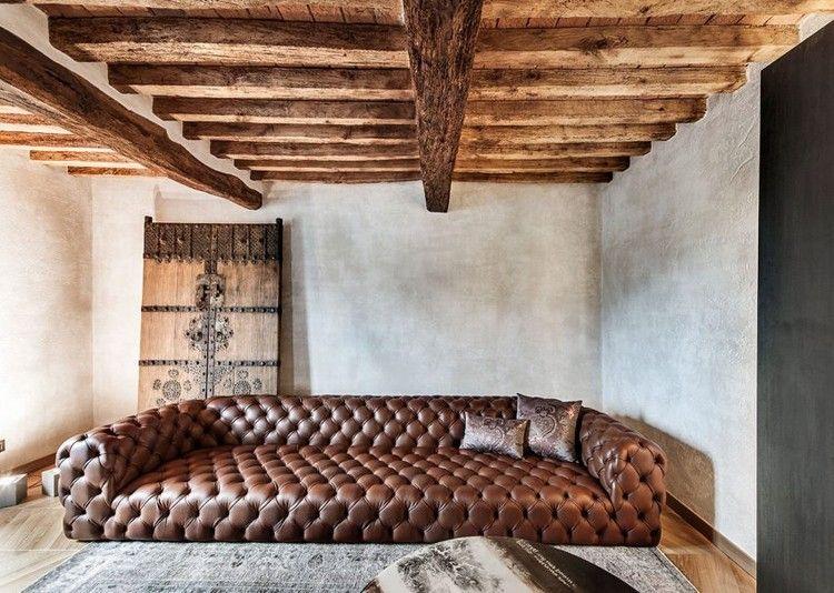 plafond bois avec poutres apparentes, peinture blanc à effet usé ...