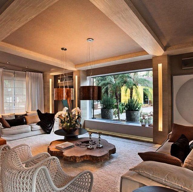 Sala de estar com mesa de centro em madeira r stica for Sala de estar rustica