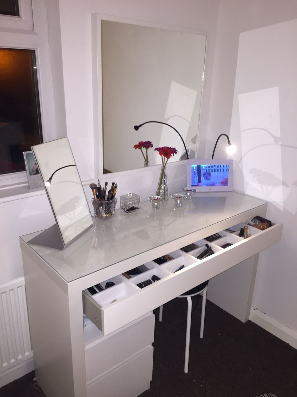 Dressing Table Idea White Dressing Table With Crystal Handles Silver Mirror And Fairy Lights White Dressing Tables White And Silver Bedroom Pink Bedroom Decor