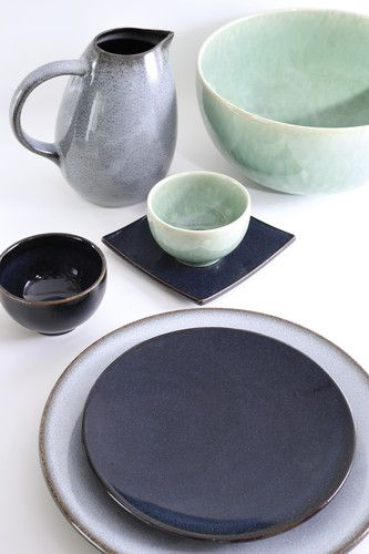 dieses tiefblau violett rundet die farbvielfalt der serie tourron von jars aus frankreich ab. Black Bedroom Furniture Sets. Home Design Ideas