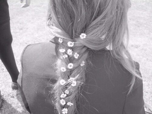 daisies in her hair... ♡