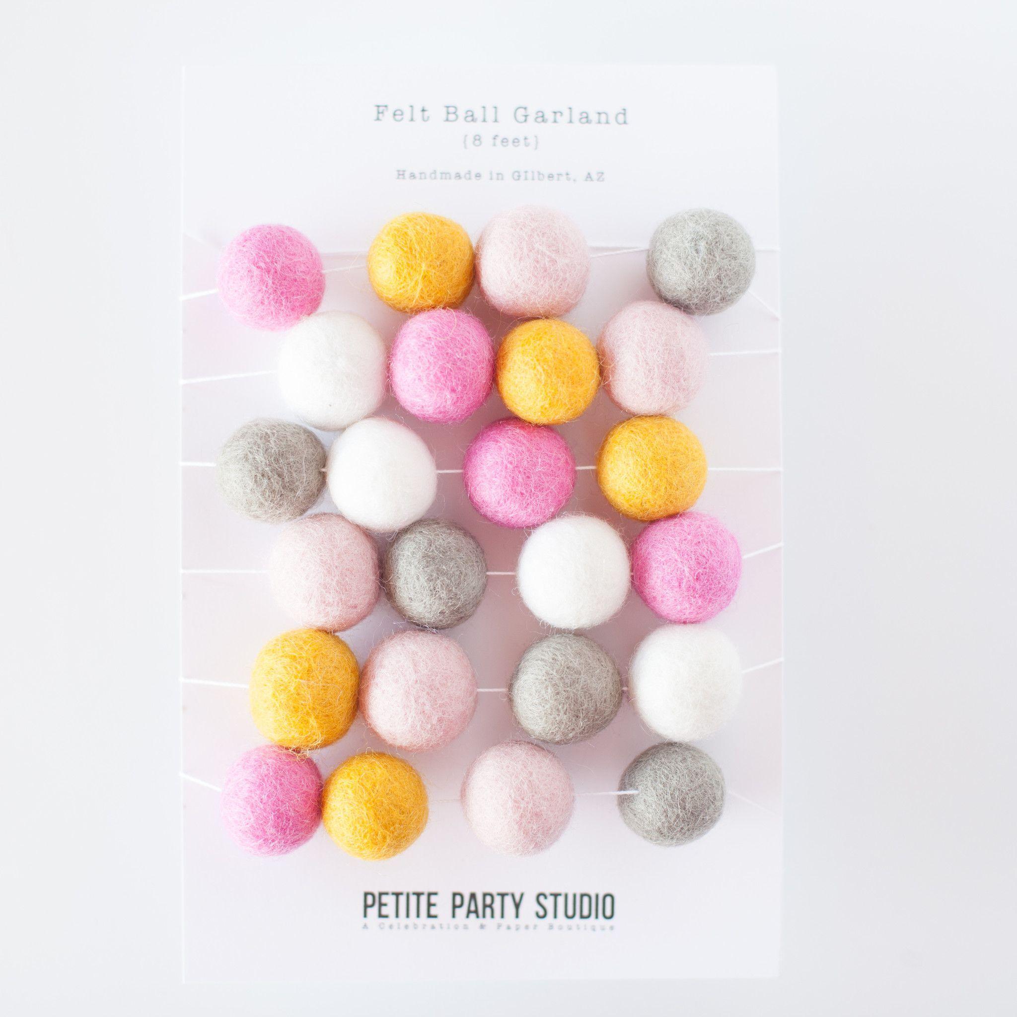 Colori Da Parete Per Camerette gray, gold and pink felt garland balls. what an awesome