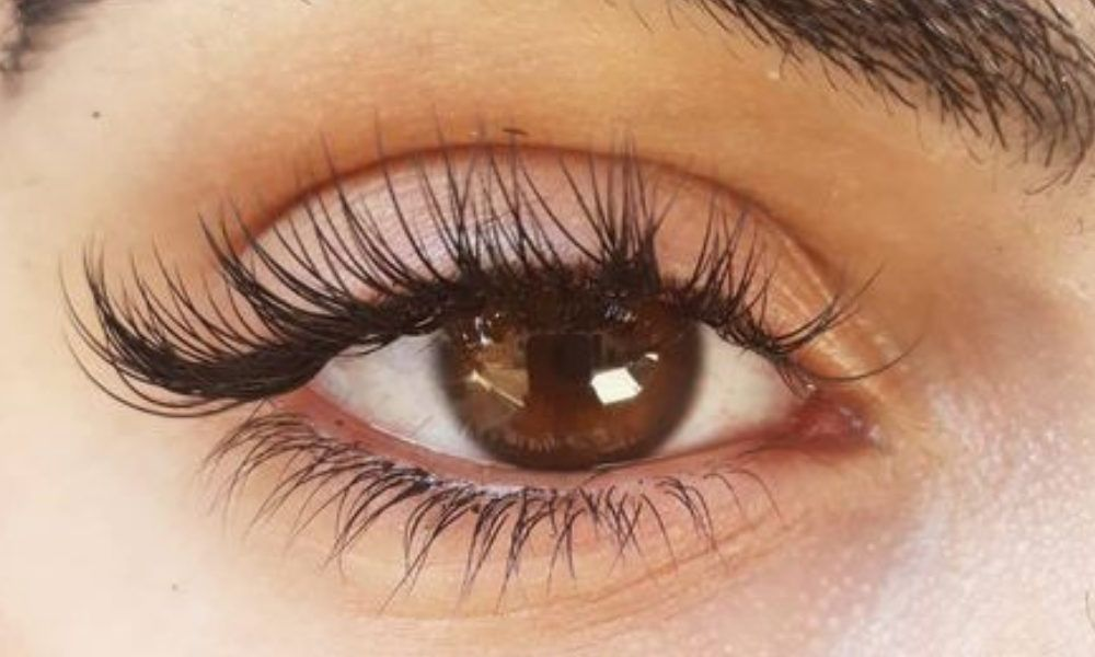 How You Should Be Taking Care of Your Lash Extensions
