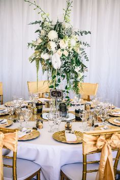 Great gold wedding table setting idea