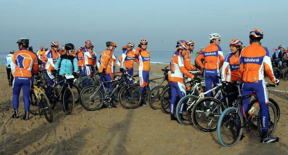 De Rabo Beach Challenge is een mountainbike strandtocht tussen Scheveningen en Noordwijk.  Mountainbiken op het strand is niet alleen een andere discipline, maar ook echt een andere beleving.  Daarbij is het dé kans om je te meten met de Nederlandse mountainbiketop. Je staat namelijk gewoon aan de start met de professionals.     Rabo Beach Challenge op zaterdag 17 november 2012!