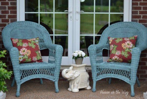 Coloridas cadeiras de vime Front Porch