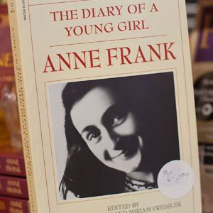 A Mom In Northville Mich Has Filed A Formal Complaint Against Her Daughters School District Why For Teaching Middle Schooler Anne Frank Life Changing Books Best Quotes From Books
