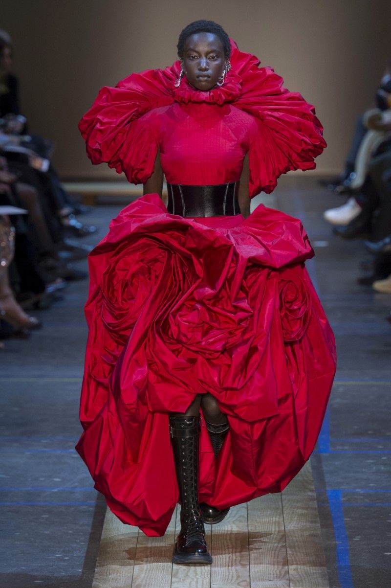 4bd307966531c Alexander McQueen Fall/Winter 2019 - Paris Fashion Week | RUNWAY ...