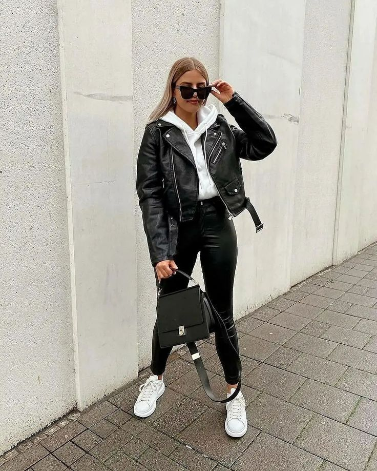 Streetwear has become such a trendy fashion aesthetic. Check out these cute streetwear outfit ideas