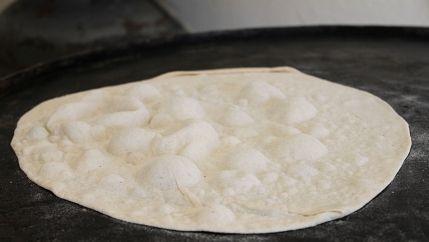 طريقة عمل خبز الصاج بالبيت Bread Recipes Homemade Turkish Recipes Lebanese Recipes