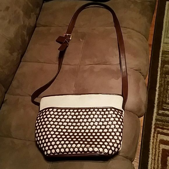 VIA PIAGGI purse A vintage Via Piaggi  purse in EUC. It also has a  hang tag that's in good condition. Via Piaggi  Bags Crossbody Bags