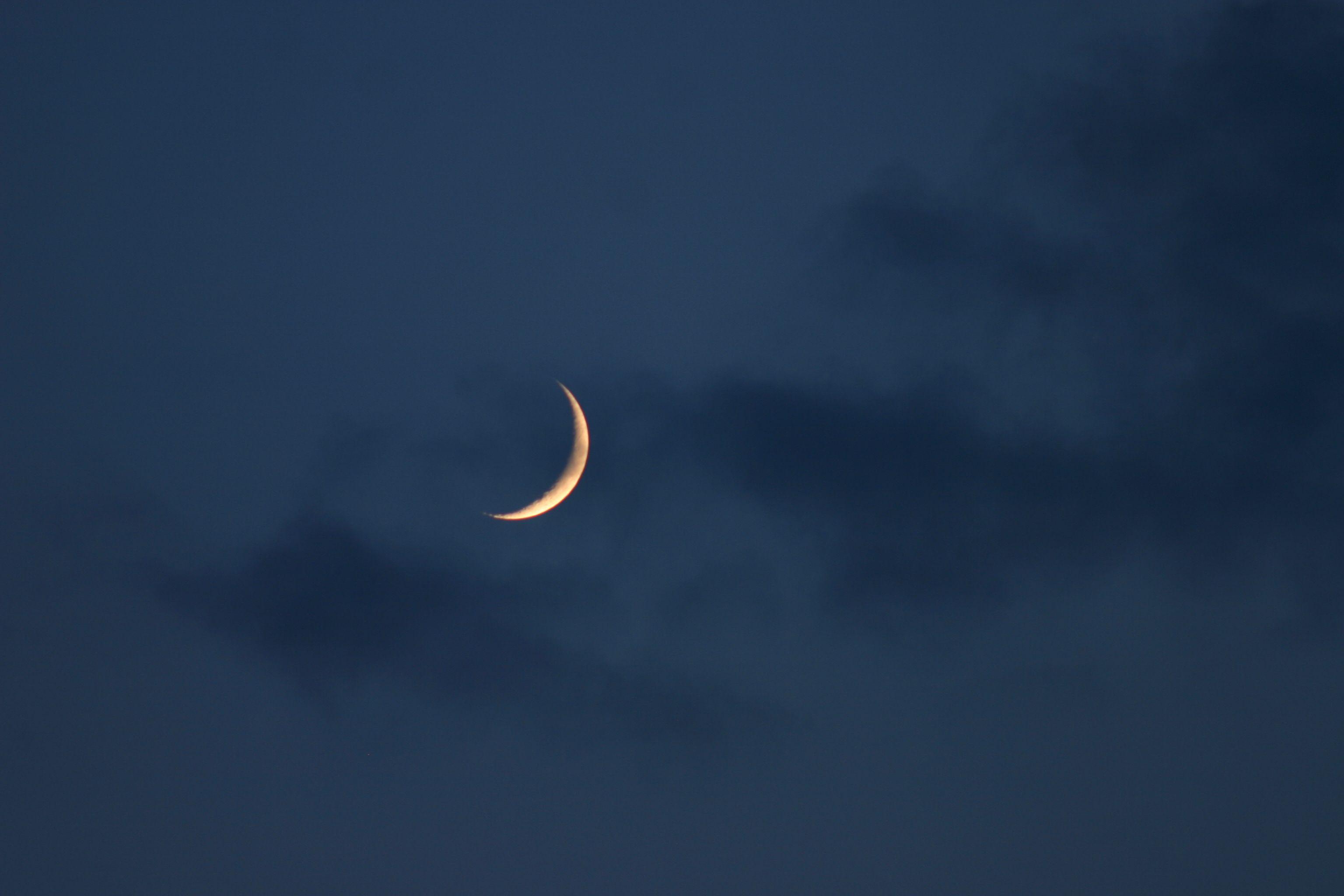 Crescent Moon Pinterest Pandeamonium Moon Photography Sky Aesthetic Moon