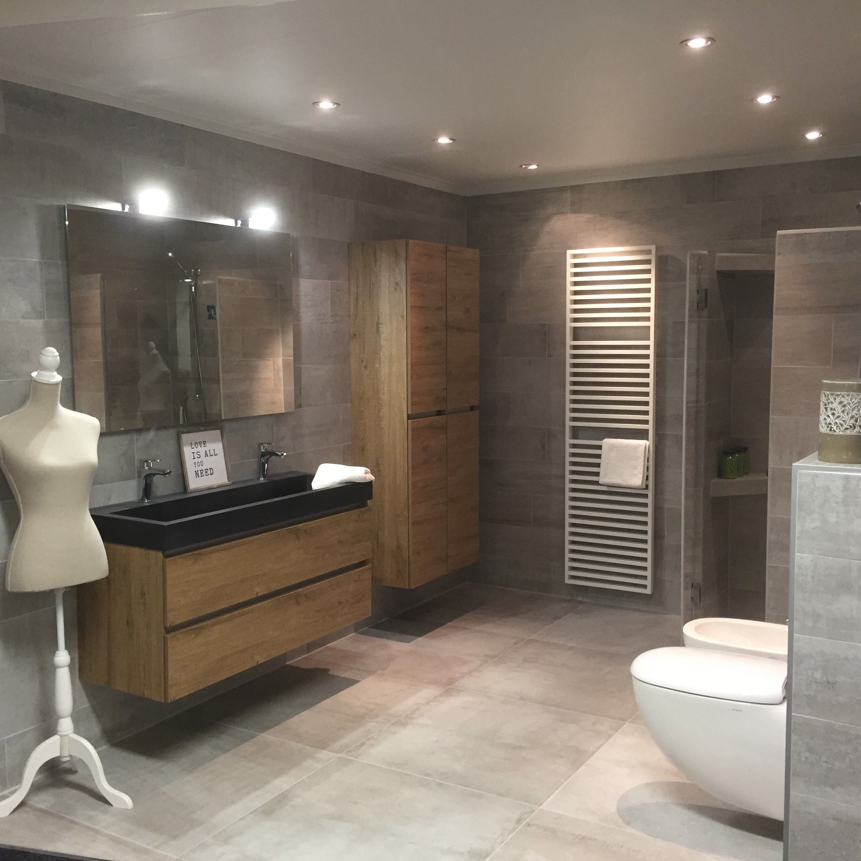 badkamer met houten badmeubel badkamers pinterest met
