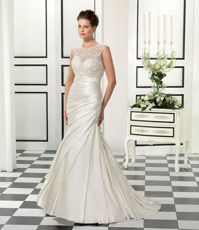 Finding the perfect best wedding dress for small bust is for Wedding dresses for big busted women