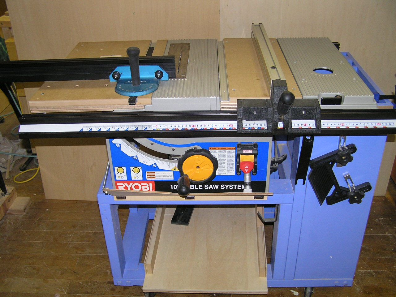 Table Saw Miter Gauges Are Too Short To Provide Enough Support Safely Make Many Cuts Chris Marshall Lays Out The Reasons Why Adding A Simple Longer Fenc