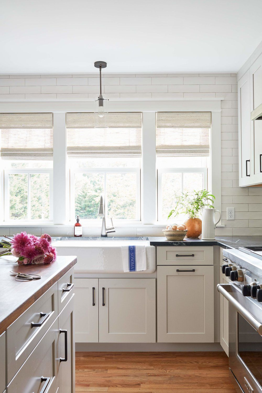 Best Oversized White Farmhouse Sink White Subway Tile Wall 400 x 300