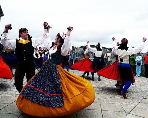 f3a3d8bc6 Traje tipico regional de Segovia. Fiestas Populares