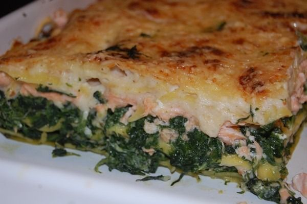 """750g vous propose la recette """"Lasagnes aux épinards et aux 2 saumons"""" publiée par titecoyote."""
