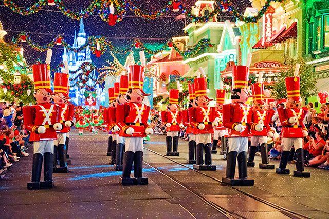 Disney's Christmas Parade www.mickeytravels.com