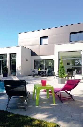 Une maison moderne, pratique et écologique avec piscine