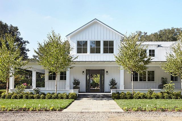Loro designs has perfected the modern farmhouse photo via muffy kibbey