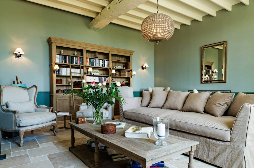The signature Flamant library Balmore at the Guesthouse Manoir d ...