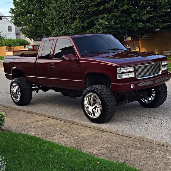 Nice Smooth But I Don T Like Red Just A Little Chevy Trucks Lifted Chevy Trucks Chevy Trucks Silverado