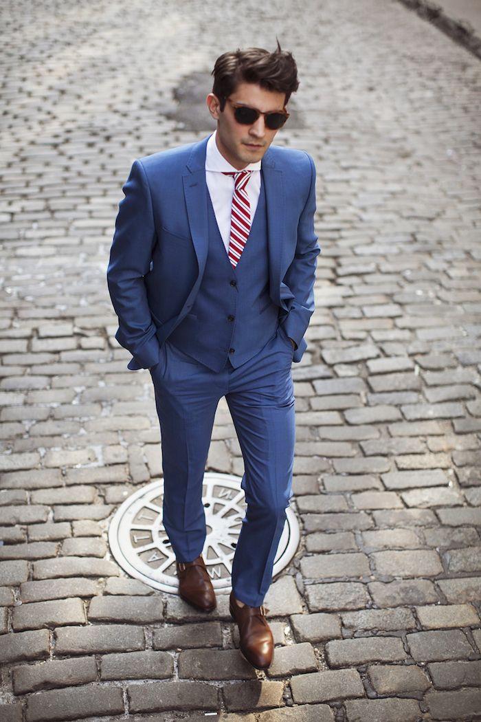 homme d\u0027affaire, coupe de cheveux homme moderne, costume 3 pièces en bleu  foncé